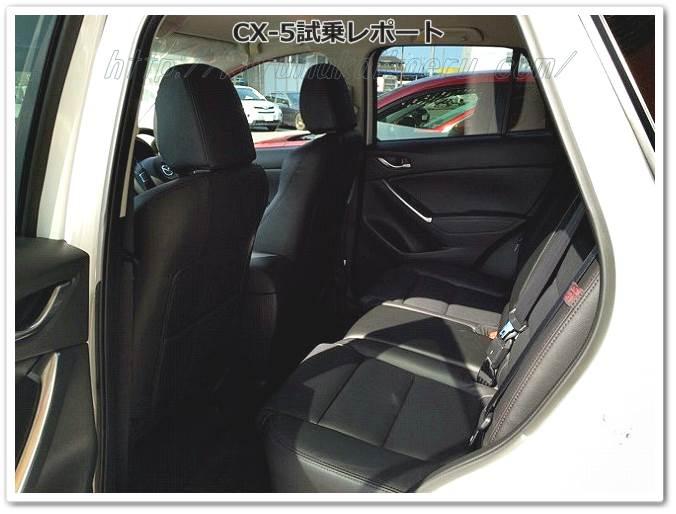 CX-5内装後部座席