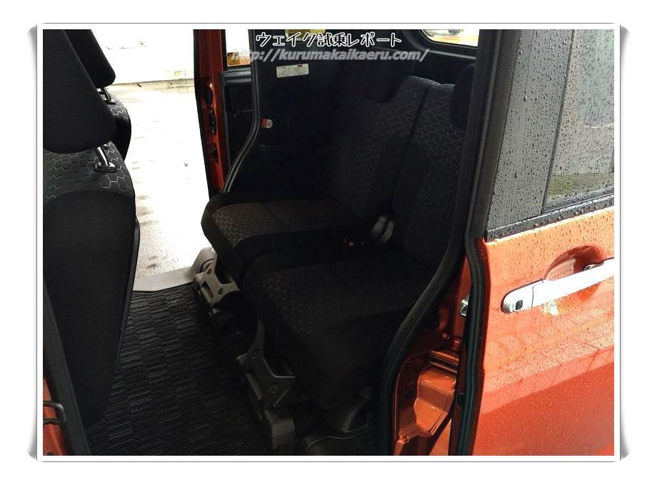 ダイハツウェイク 内装 後部座席